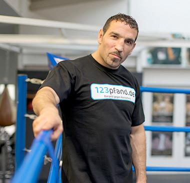 Boxweltmeister Firat Arslan & 123 Pfand